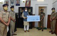 पुलिस महकमे ने सौंपी मुख्यमंत्री राहत कोष में बड़ी रकम