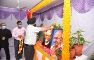 राम धुन के साथ सचिवालय कर्मियों ने राष्ट्रपिता महात्मा गांधी व पूर्व प्रधानमंत्री लाल बहादुर शास्त्री की जयंती पर किए श्रद्धासुमन अर्पित