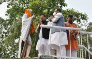 मुख्यमंत्री ने राष्ट्रपिता महात्मा गांधी जी की प्रतिमा पर, श्रद्धासुमन अर्पित कर दी श्रद्धांजलि