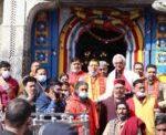 मुख्यमंत्री धामी पहुंचे केदारनाथ धाम, दर्शनों के बाद पुनर्निर्माण कार्यो का भी कियाअवलोकन